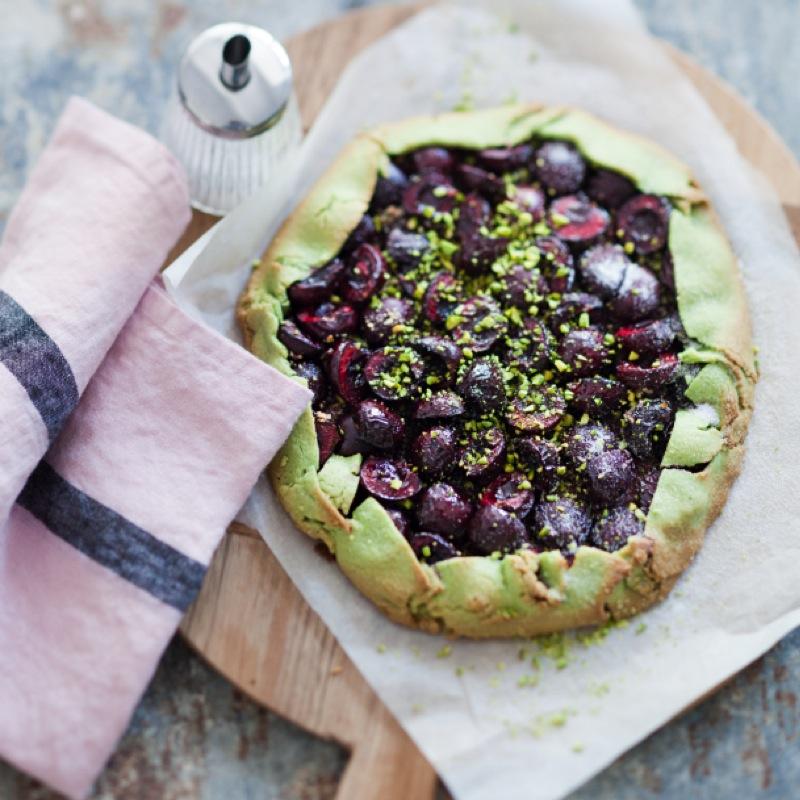 Découvrez la recette de la tarte cerises et pistaches