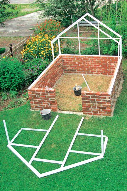 étape pour construire une serre de jardin DIY