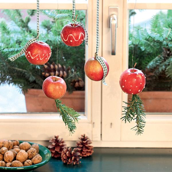 DIY de Noël : décorer des pommes au sucre glace