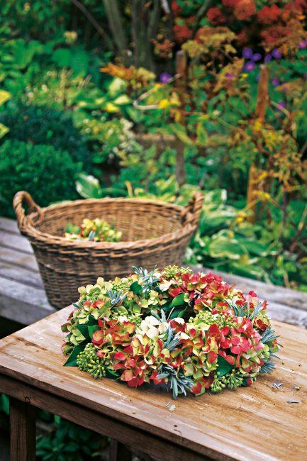 DIY : tuto facile pour fabriquer une couronne avec des fleurs d'hortentia