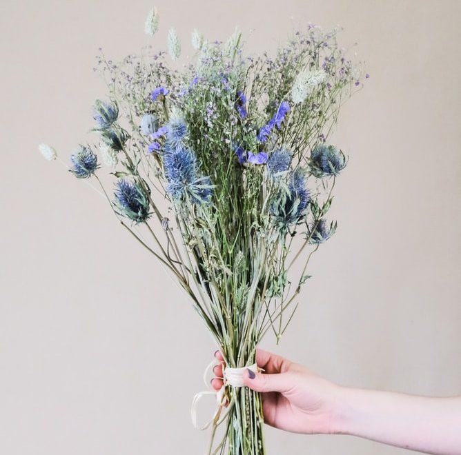 DIY : une déco estivale avec des fleurs séchées